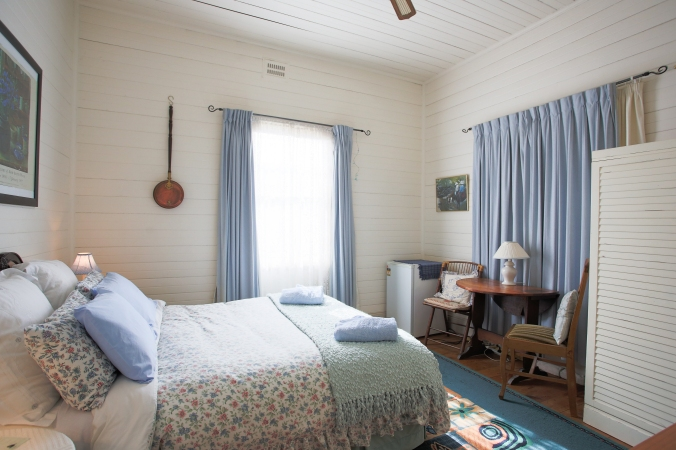 Hillgrove Cottage's Blue guest room